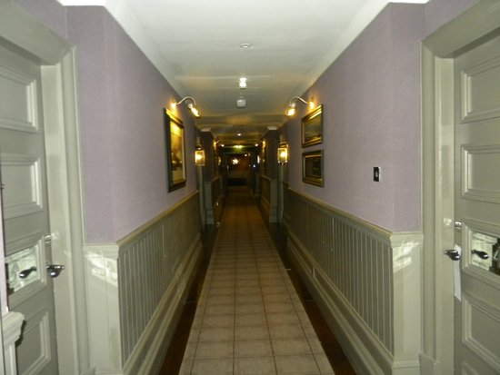 Cameron House on Loch Lomond: Hallway to rooms