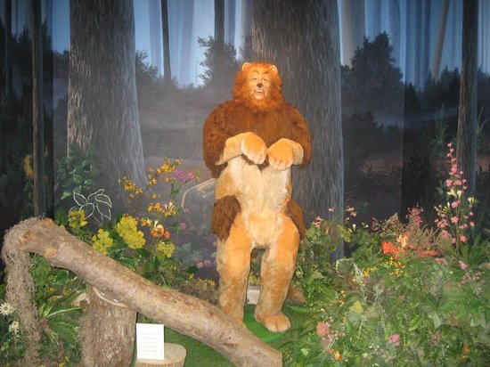 Oz Museum: Lion full body shot