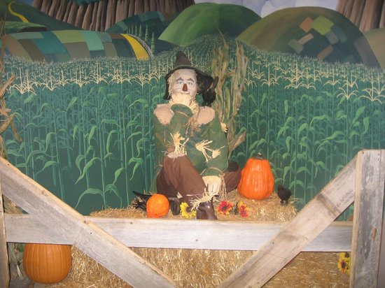 Oz Museum: Scarecrow full body shot