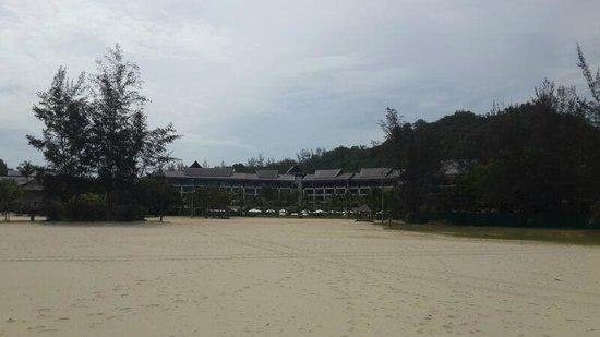 Shangri-La's Rasa Ria Resort & Spa: пляж
