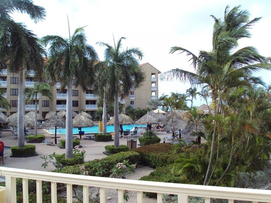 Aruba Beach Club: View from balcony of 220, Casa del Mar pool