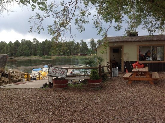 Rainbow Lake Resort: Boat house