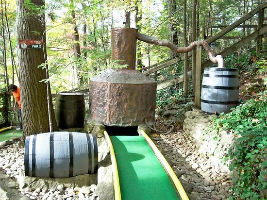 Hillbilly Golf : Putt putt