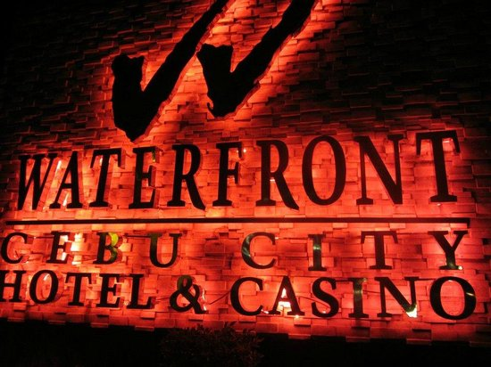 Waterfront Cebu City Hotel & Casino: Night signage