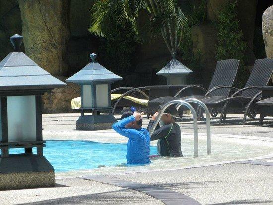 Waterfront Cebu City Hotel & Casino: Pool area