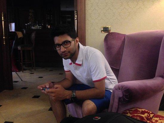 Hotel Andreotti : My son at Lobby