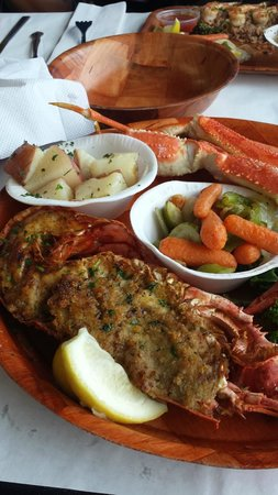 """Rustic Inn Crabhouse : yummy!!""""one foot in one footout"""""""