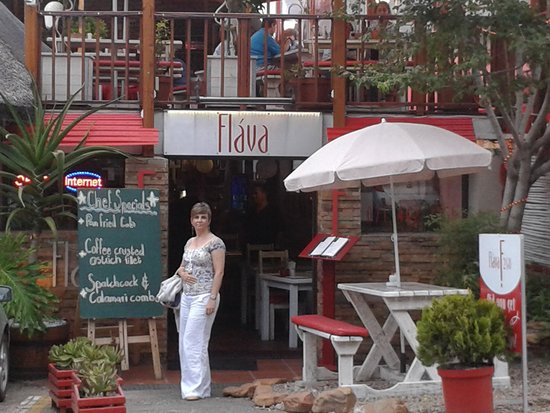 Flava Cafe & restaurant : Flava entrance with the wife.