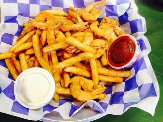 Stingaree Restaurant & Marina: Shrimp burger