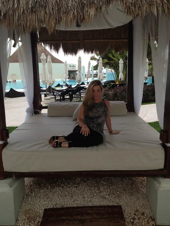 ME Cancun : Bali beds galore surround the pool area!!