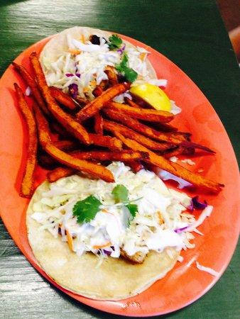 Stingaree Restaurant & Marina: Fish tacos