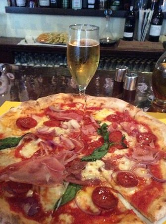 Fino's Wine Bar and Restaurant: Great pizza, with a Peroni, what more could you ask for?