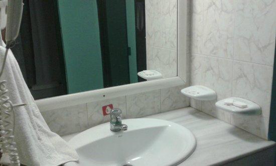 Hotel Los Delfines : Bathroom