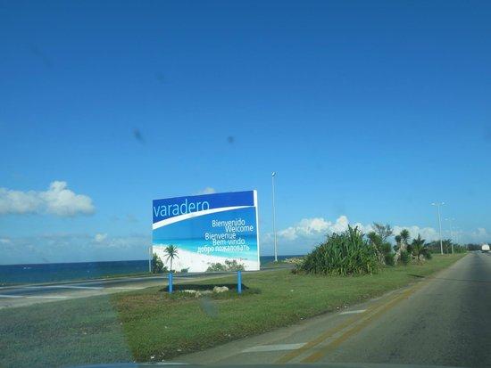 Hotel Los Delfines: Varadero sign