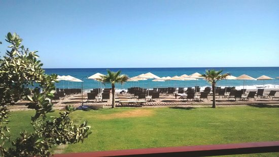 Minoa Palace Resort: View from Beach restaurant area