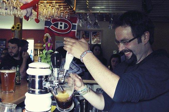HI Mont-Tremblant: The Hostel Pub | Le pub de l'auberge