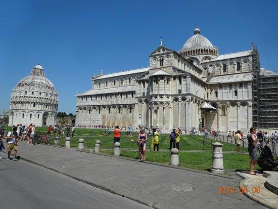 La tour de Pise (Campanile) : Leaning Tower of Pisa (La Torre di Pisa)