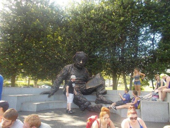 Albert Einstein Memorial: Einstein Memorial