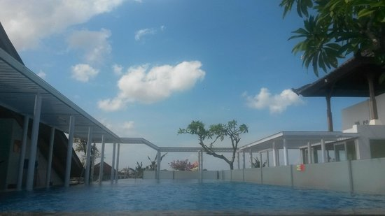 BEST WESTERN Kuta Beach: swimming pool
