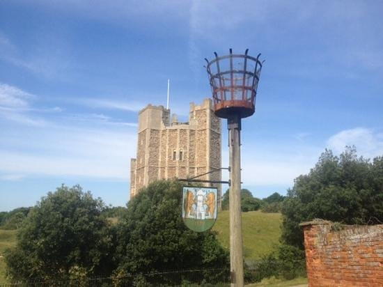 The Crown & Castle: Orford Castle, 2 minutes walk away, worth a visit