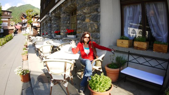 Hotel Blumental Mürren: Beth, at the front of the hotel