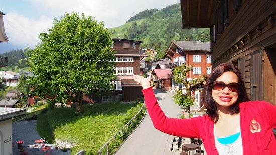 Hotel Blumental Mürren: View of the street from the balcony