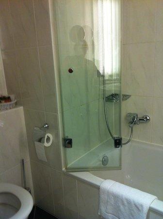 Sheraton Carlton Hotel Nuernberg: prachtige badkamer