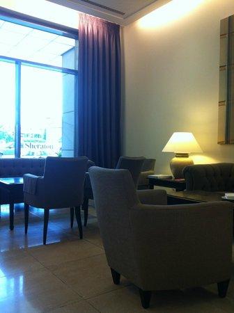 Sheraton Carlton Hotel Nürnberg: zicht in de kamer