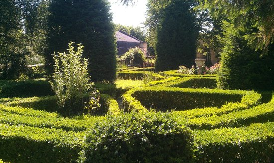 Manoir de Boisairault : The garden