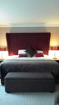 De Vere Venues Milton Hill House: Suite bed