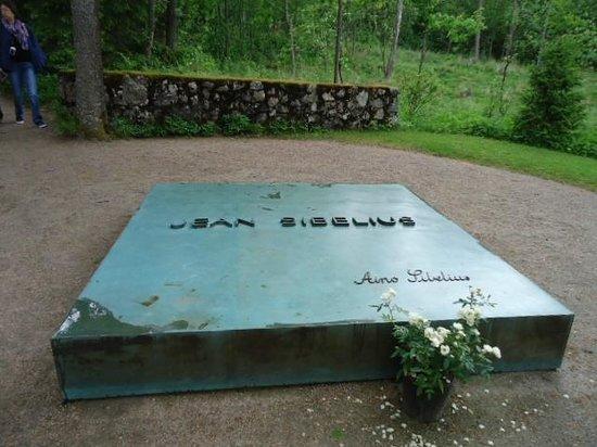 Ainola (Jean Sibelius House) : Grave of Jean and Aino Sibelius
