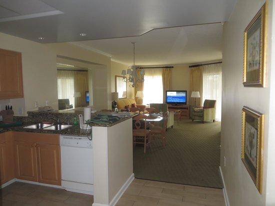 Marriott's Barony Beach Club: Kitchen/Dining Room/Family Room