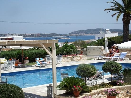 Kallisti Rooms & Apartments: Great pool and views as well.