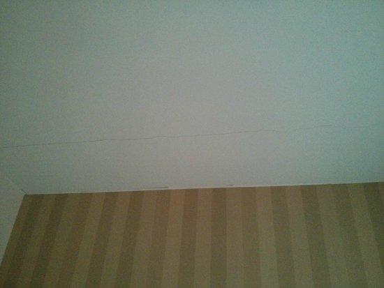 Ibis Styles Rennes Saint Gregoire: Plafond