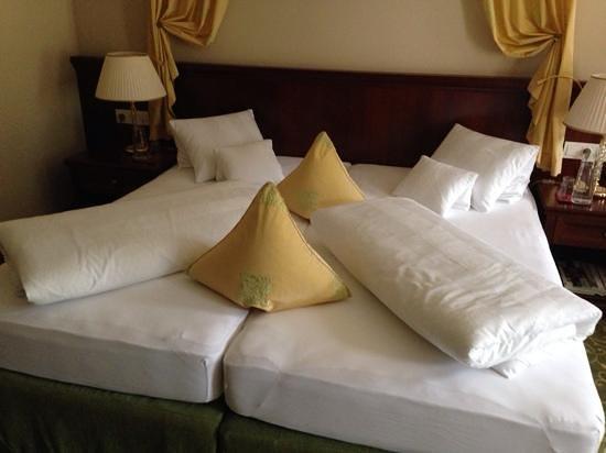 Grand Hotel Lienz: bedding 'art' !