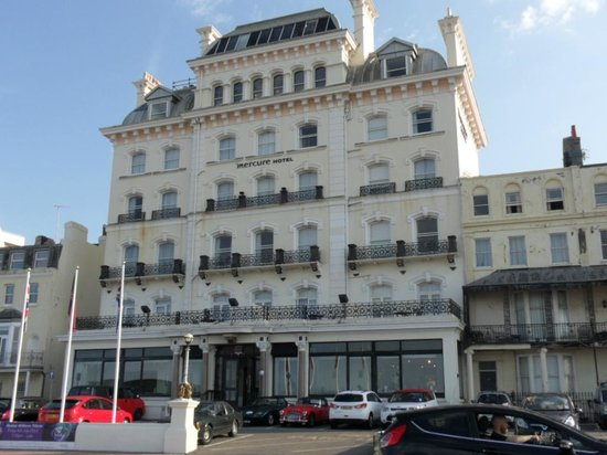 Mercure Brighton Seafront Hotel: The Attractive Facade