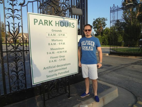 Forest Lawn Memorial Park: Horários do parque