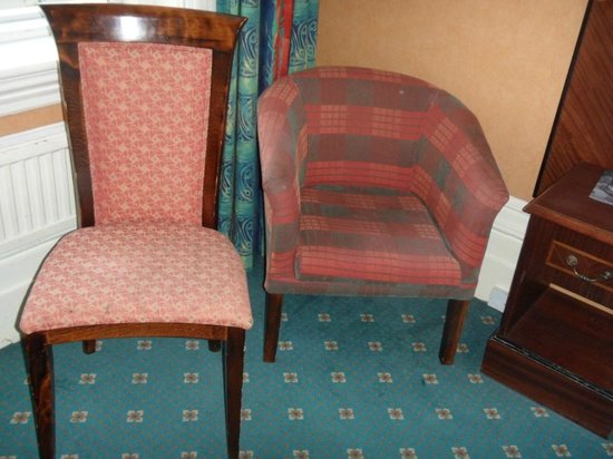 Mercure Brighton Seafront Hotel: Tired old furniture