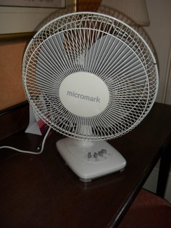 Mercure Brighton Seafront Hotel: The noisy and dusty fan - no air conditioning