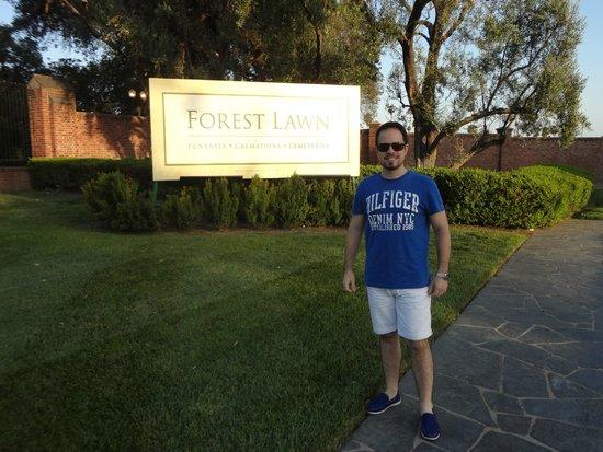 Forest Lawn Memorial Park: Entrada