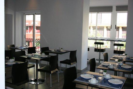 Mendez Nuñez: Salon de desayunos