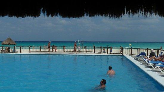 Allegro Playacar : vista desde el restaurant junto a la pileta