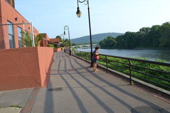 DoubleTree by Hilton Binghamton: River walk behind hotel property