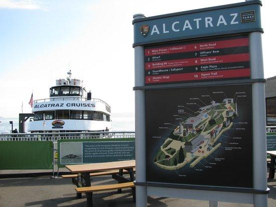 Île d'Alcatraz : Ship and island map