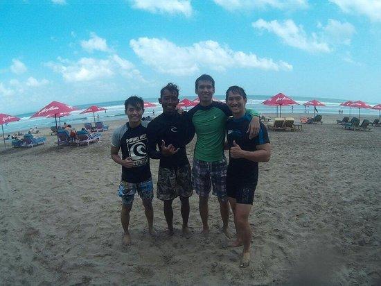 Desu de Bali Surf - Surfing Courses : Trainer