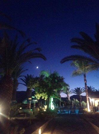 smartline Margarita Hotel: Main Pool by Night