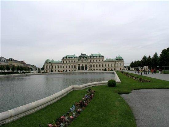 Schloss Belvedere: 噴泉水池