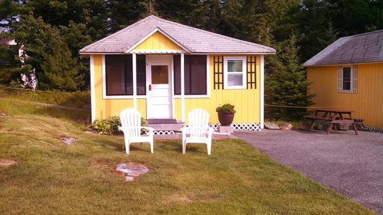 Sunnyside Motel & Cottages: Love the yellow!