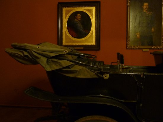 Musée d'histoire militaire de Vienne : The car that started WW1 (with bullet hole)