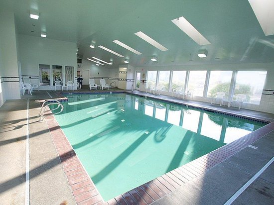 The Whaler : Beautiful Pool